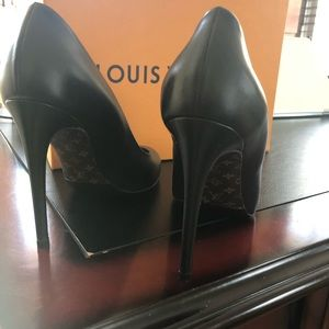 Louis Vuitton Obsession Pump, never worn